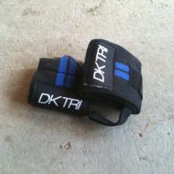 Blå wristwraps til træningen