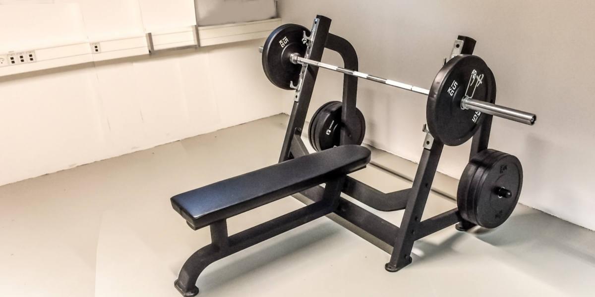 Nyt bænkpres stativ til træningscentre